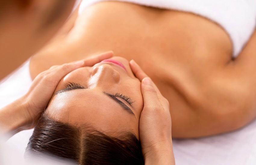 Ansigtsbehandling hos Hud og Negleklinikken